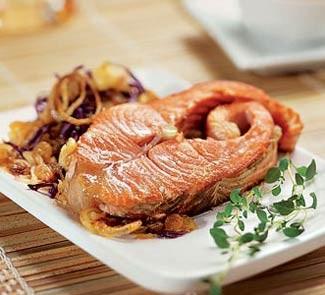Жареный лосось с красной капустой по-ирландски