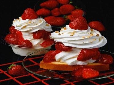 Десерт «Клубника со сливками» (романтический десерт)