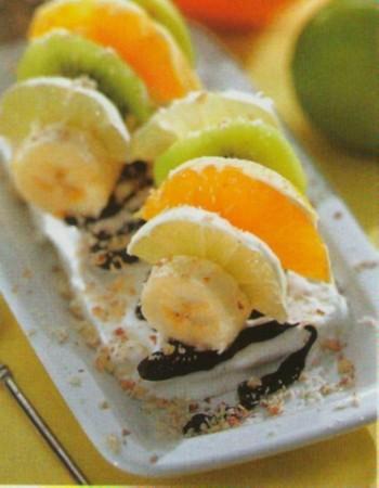 Рецепт фруктового десерта с мороженым