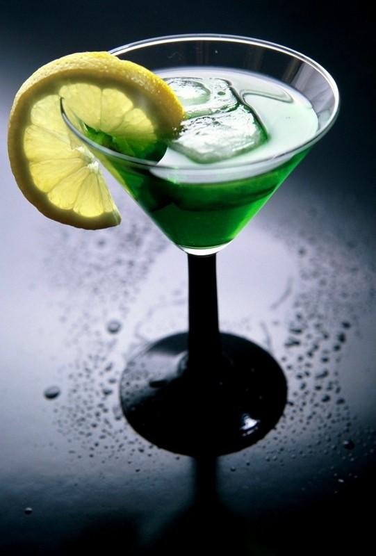 ...множество легенд и историй о создании первого алкогольного коктейля.