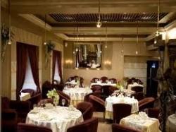 Искушенный ресторанный клиент оценивает в комплексе